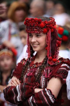 Just love the detail of this Ukrainian folk dress and headpiece!