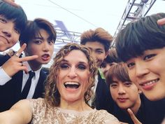 Press reporter Nicole Evatt posted a photo w/ #BTS and congratulated them on their BBMA win.