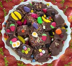 Tarta de galletas y chocolate decorada para ninos