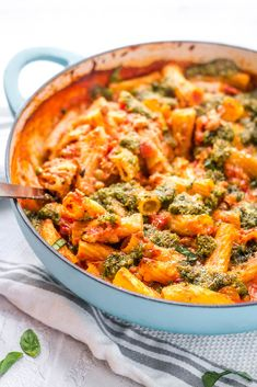 A cheesy no boil vegetarian pasta bake the whole family will love, with tortiglioni pasta and lentils that bake into a creamy tomato and mozzarella sauce. Tasty Vegetarian Recipes, Vegetarian Dinners, Healthy Recipes, Vegetarian Pasta Bake, Veggie Bake, Vegan Pasta, Healthy Food, Veggie Dishes, Pasta Dishes