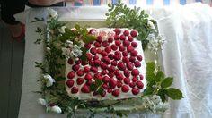 Mansikoita ja kukkia 💐