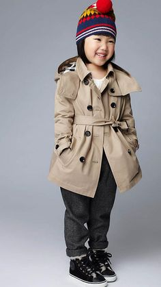 I literally think this little girl is the cutest thing #Burberry