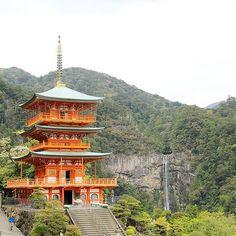 Another view of Kumano Nachi taisha . Wakayama, Beau Site, Visit Japan, Japan Travel, Explore, Architecture, House Styles, Arquitetura, Architecture Illustrations