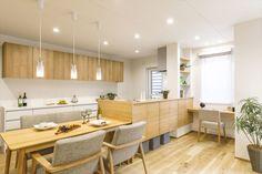 """女性目線の""""あったらいいな""""を叶える住まいMOTENA[瑞樹モデル] コーワの家写真集 注文住宅 石川県金沢市 Home Kitchens, Dining Room Design, Small House Design, Kitchen Design, Modern Kitchen, Kitchen Sets, Muji Home, Kitchen Interior, Home Decor"""