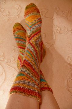Цирк, цирк, цирк! = Circus, circus, circus! Pinned from a Russian knitting site. I was able to read it using Google Translate. Pix only, no pattern.
