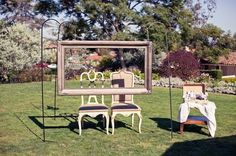 Photo frame wedding pictures! Great icebreaker for your guests too! ohgraciepie: Freeze Frame