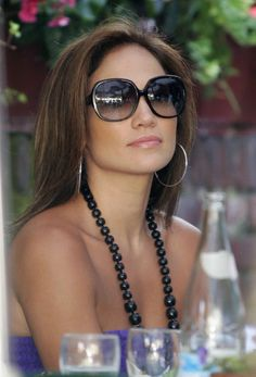 JLo - love all the accessories                                                                                                                                                                                 Más