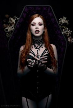 Top Gothic Fashion Tips To Keep You In Style. As trends change, and you age, be willing to alter your style so that you can always look your best. Consistently using good gothic fashion sense can help Female Vampire, Vampire Girls, Vampire Art, Vampire House, Gothic Vampire, Gothic Steampunk, Gothic Art, Gothic Girls, Gothic Images