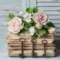 Home Decor Styles .Home Decor Styles Casas Shabby Chic, Vintage Shabby Chic, Shabby Chic Decor, Cute Home Decor, Cheap Home Decor, Book Flowers, Cheap Christmas, Rose Cottage, Book Crafts