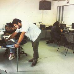 El #boss @alastairosoaguilera en #lab #cnc @mundofau en el curso de #unoamil de @UNOAMIL #makerbot #cncmill #lasercut by juaco_gonzalez