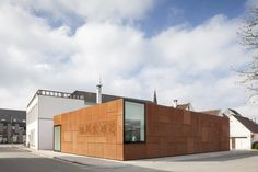 Studio Farris adds Corten extension to a library in Bruges Water Architecture, Contemporary Architecture, Bruges, Steel Cladding, City Library, Corten Steel, Commercial Architecture, Interior And Exterior, House Styles
