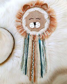 Baby Crafts, Cute Crafts, Diy Crafts To Sell, Crochet Wall Art, Crochet Wall Hangings, Lion Crochet, Bohemian Crafts, Macrame Design, Macrame Patterns