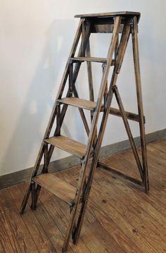 escabeau ancien en bois par naphtalinebrocante sur etsy appartement en 2019 escabeau. Black Bedroom Furniture Sets. Home Design Ideas