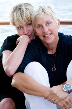 Ellen y Portia ⭐⭐ Ellen Tv, The Ellen Show, Ellen Degeneres And Portia, Ellen And Portia, Portia De Rossi, Human Kindness, Famous Couples, Beautiful Love, Gal Gadot