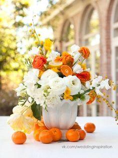 Orange and white centerpiece idea. Centerpiece with mandarins.