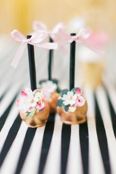 These cakepops are gorgeous Pink and black Kate Spade inspired party Pretty Cakes, Cute Cakes, Cakepops, Wedding Desserts, Wedding Cakes, Wedding Favors, Wedding Ideas, Bridal Shower Favors, Bridal Showers