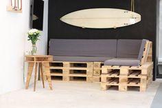 DIY : Fabriquez vous-même un canapé en palettes et donnez un style récup' à votre salon ! Pièce maîtresse du salon, le canapé est un de ces