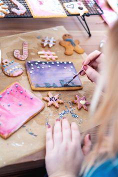 Rezept für Honiglebkuchen als essbare Weihnachtspost // Zeigt her eure Kekse! My Favorite Food, Favorite Recipes, My Favorite Things, Poster, Sugar, Cookies, Desserts, Blog, Gingerbread