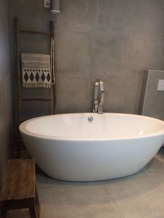 Amsterdam dado quartz tub free standing bathtub slikportfolio slik portfolio luxury - Interieur eclectique maison citiadine arent pyke ...