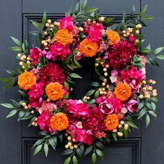 Wreath Crafts, Diy Wreath, Tulle Wreath, Wreath Ideas, Bougainvillea, Holiday Wreaths, Holiday Decor, Easter Wreaths, Ästhetisches Design