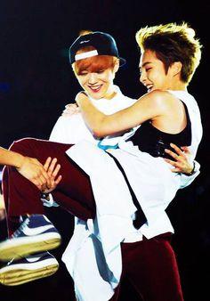 XIUMIN & LUHAN ♡ #EXO #XIUHAN BROMANCE