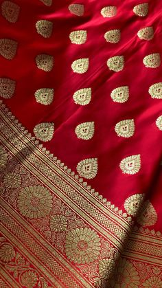 Bridal Sarees South Indian, Bridal Silk Saree, Designer Bridal Lehenga, Indian Bridal Outfits, Indian Bridal Makeup, Indian Fashion Dresses, Indian Designer Outfits, Cotton Saree Designs, Blouse Designs Silk