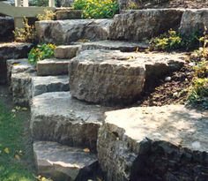 Armor stone retaining wall