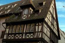 Strasbourg centre, rue du Maroquin: bel exemple de colombage avec décors de larme renversée, de chaises curules, de demi mann et de…