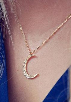 Brighten up an overall classic look with this delicate gold crescent moon necklace.