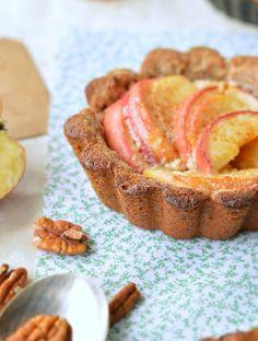 Vegan Pecan apple pie with pecan crust :http://www.sweetashoney.co/vegan-pecan-apple-pie-with-pecan-crust/