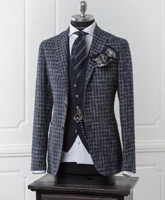 Mens Fashion Blazer, Suit Fashion, Fashion Outfits, Mode Costume, Elegant Man, Stylish Mens Outfits, Well Dressed Men, Gentleman Style, Wedding Suits
