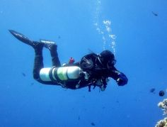 Sidemount SCUBA diving
