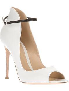 GIANVITO ROSSI Open Toe Bootie. #gianvitorossi #shoes #boots
