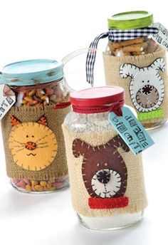 The perfect gift for the dog and cat lover in your life. Make handmade gifts for pets with Dog & Cat Treat Mix Jars. Recyled glass jars make a great base