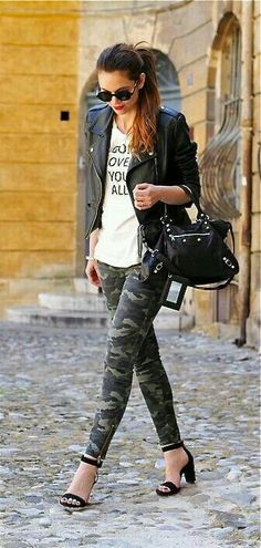 19 Cool Outfits With Camo Leggings Camo Leggings Outfit, How To Wear Leggings, Camo Outfits, Legging Outfits, Joggers Outfit, Camping Outfits, Camo Fashion, Military Fashion, Fashion Outfits