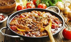 Pork stew with tomatoes and raisins in a frying pan Pork Stew, Stewed Tomatoes, Kung Pao Chicken, Raisin, Paella, Meat, Ethnic Recipes, Food, Recipes