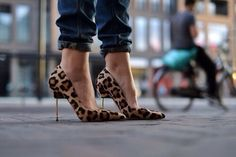Leopard Pointed Toe Heels - Tacchi Close-Up #Shoes #Heels