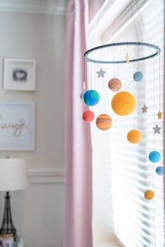 Solar System Mobile, Solar System Crafts, Solar System Projects For Kids, Space Crafts For Kids, School Projects, School Ideas, Bible School Crafts, Baby Sewing Projects, Sistema Solar