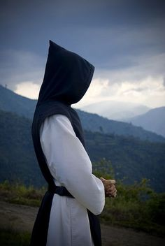 El monje detrás de la capucha es el Hno. Juan Diego.