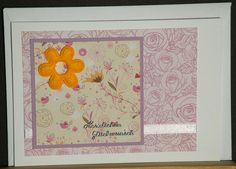 Geburtstagskarte aus hochwertigem Kartenpapier mit dekorativen Elementen aus verschiedenen Papieren, Schleifenband, Filzblume und Sticker. Die Karte wurde in Handarbeit gefertigt.