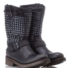 the absolutely coolest boots!! ASH <3