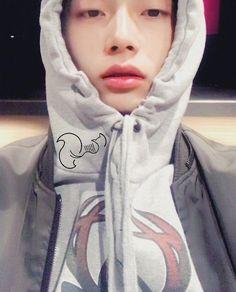 김용국 (Kim Yongguk) Kim Yongguk, Produce 101 Season 2, Hyun Bin, K Idols, Boy Groups, Korea, Boyfriend, Handsome, Graphic Sweatshirt