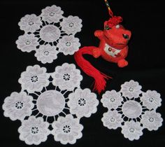 Advanced Embroidery Designs - Cutwork Lace Flower Garland Doily