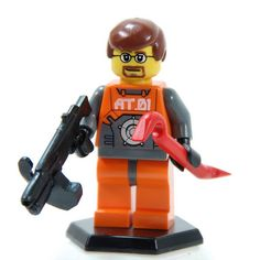 Custom Gordon Freeman Mini-fig!  Nice crowbar. #half-life