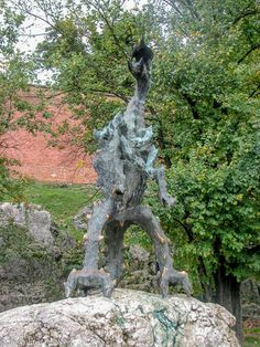The Dragon at Wawel Castle - Krakow Photo Gallery - The Trusted Traveller