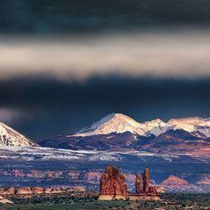 Wer kommt mit nach Moab? 😍 #moab #utah #usa #felslandschaft #wolkenhimmel #wanderungen #fernweh…