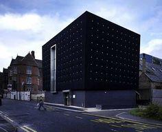 Minimalist black house by Carey Jones architects and Jjefferson Sheared architect