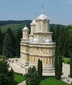 Curtea de Argeș Monastery, the place where the kings sleep. Sacred Architecture, Religious Architecture, Church Architecture, Places In Europe, Places To Go, Bulgaria, Temples, Visit Romania, Houses Of The Holy