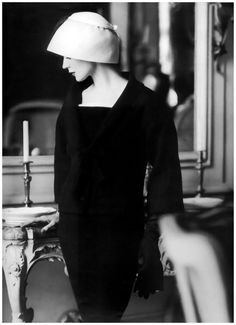 Photo Henry Clarke Dovima wearing Jacques Fath 1956