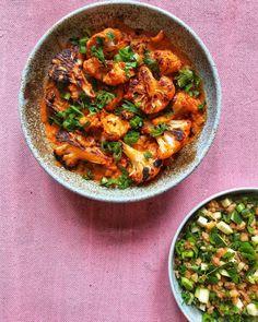Szerettem volna valami magyaros dolgot enni. Sok tervem nem volt, annyit tudtam, hogy tarhonyát biztosan szeretnék főzni. De itt véget is ért a kreativitásom. Este munka után még gyorsan befutottam a boltba és kapkodva bedobáltam pár zöldséget a maradékból, amit a polcon találtam. Landolt egy… Tofu, Curry, Cooking Recipes, Favorite Recipes, Ethnic Recipes, Drink, Gastronomia, Red Peppers, Curries